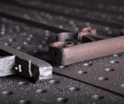 metallo prima e dopo la sabbiatura
